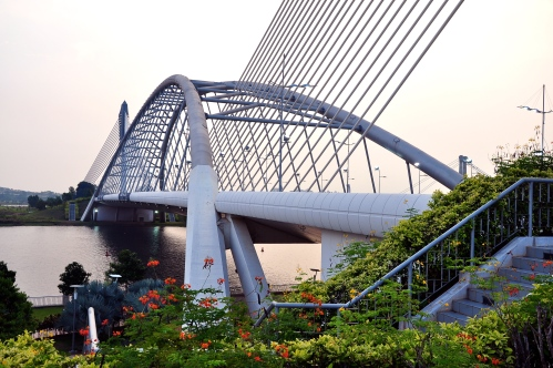 Put Seri_Saujana_Bridge.jpg