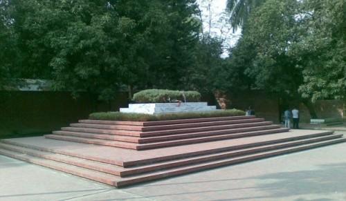 dhaki-grave-of-kazi-nazrul-islam-11-626x365
