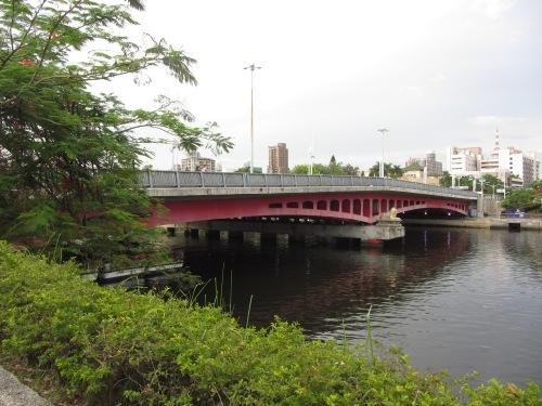 ka Jhongjheng_Bridge,_Love_River,_Kaohsiung.JPG