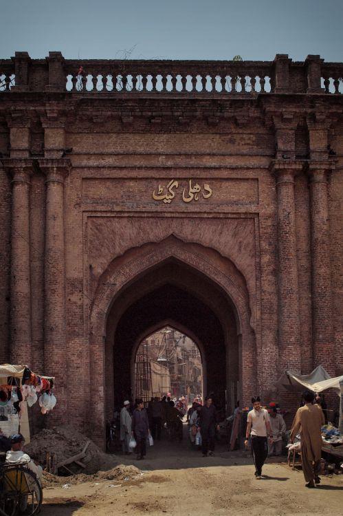 la Delhi_Gate_of_Lahore.JPG