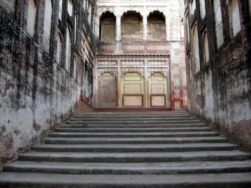 la-hathi_paer_elephant_path_lahore_fort
