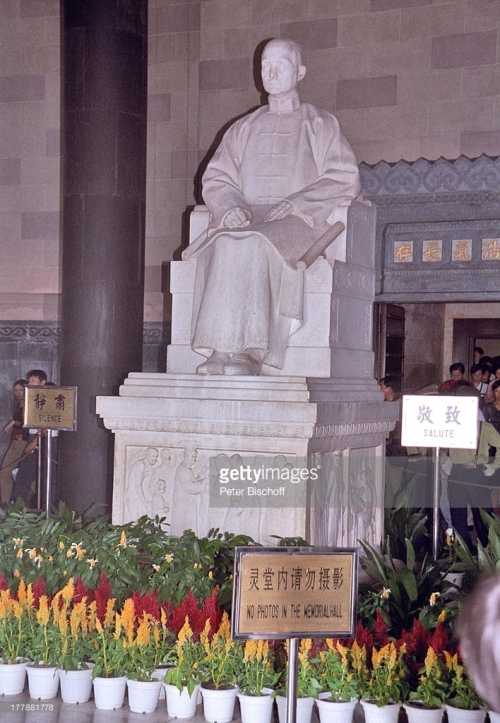 nan-dr-sun-statue