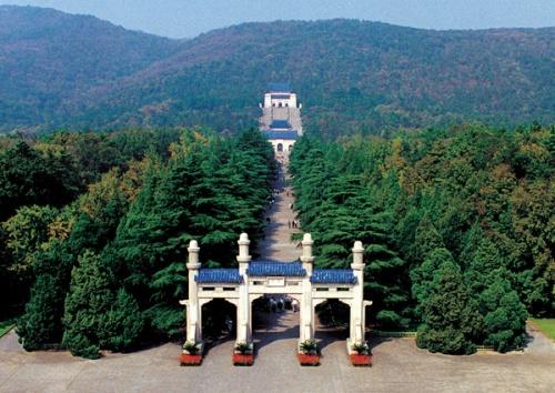 nan-sun-yansen-mausoleum-and-gateway