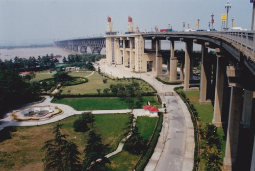 nan-yangze-river-bridge-park