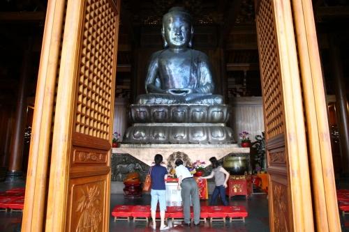 shang-jingan-temple-silver-buddah
