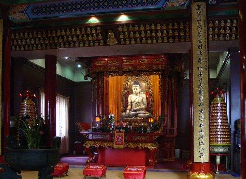shang-lord-buddha-statue-inside-jade-buddha-temple