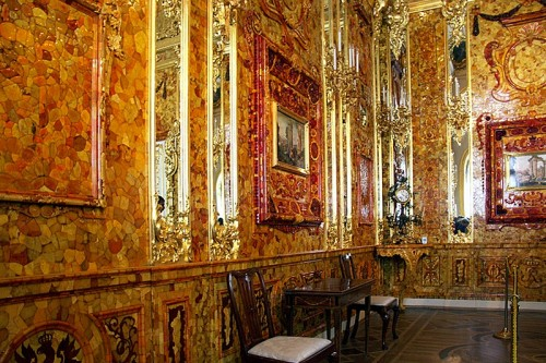 pet-amber-room-at-catherine-palace-in-tsarskoye-selo