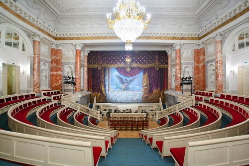 pet-hermitage-theater-in-st-petersburg