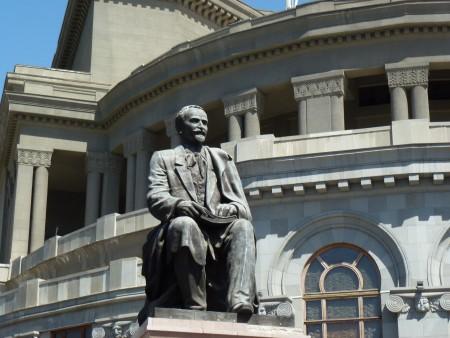 yer-liberty-writer-statue