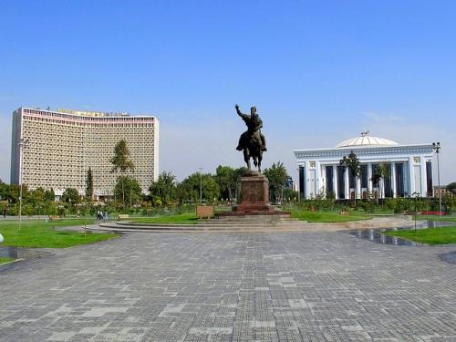 tash-amir-temur-square