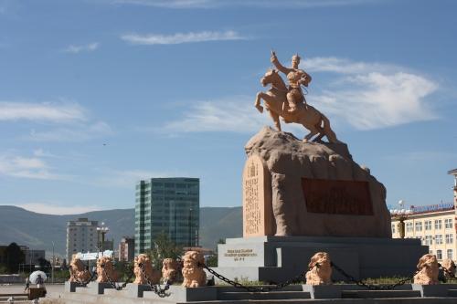 mon-sukh-square-statue