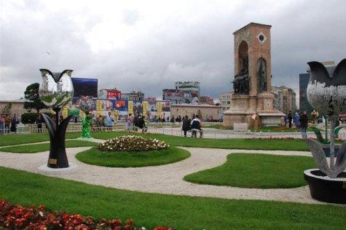 tur taksim-square-in-istanbul