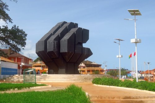 guinea bissau port monument