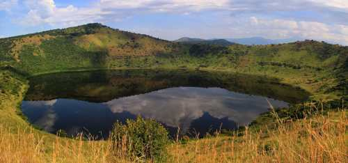 ug queen-elizabeth-national-park crater