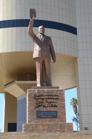 nam national-museum-of-namibia statue of the country's first president
