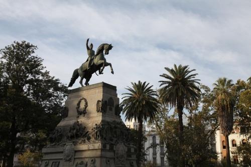 cor plaza st martin statue