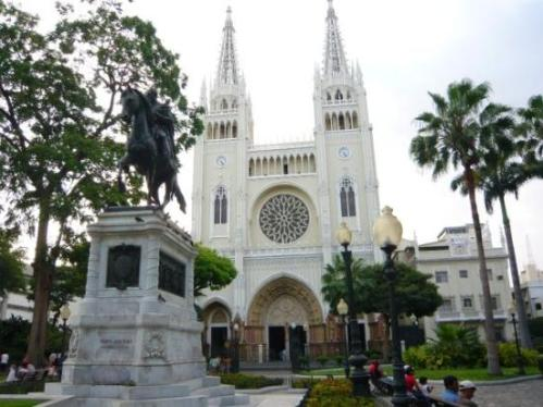 ecuador iguanas cathedral