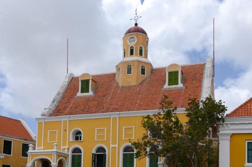 Die Fortkerk innerhalb der Mauern von Fort Amsterdam in Willemstad ist gleichzeitig mit der Festung das älteste Gebäude auf Curaçao