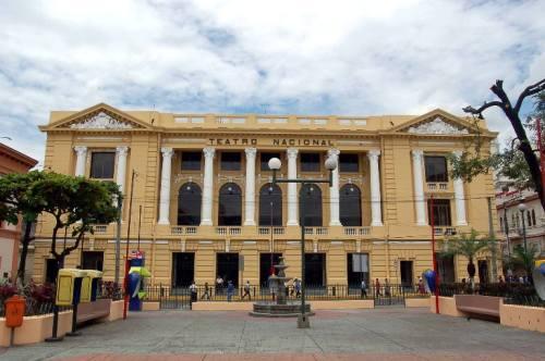el Teatro-Nacional-de-San-Salvador_fachada