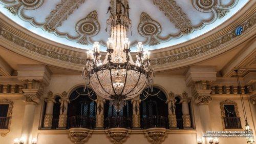 guat palacio natcional chandelier