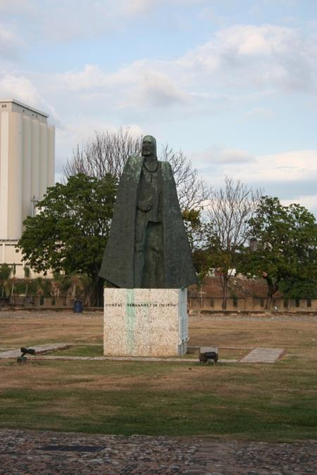 dom ozama statue