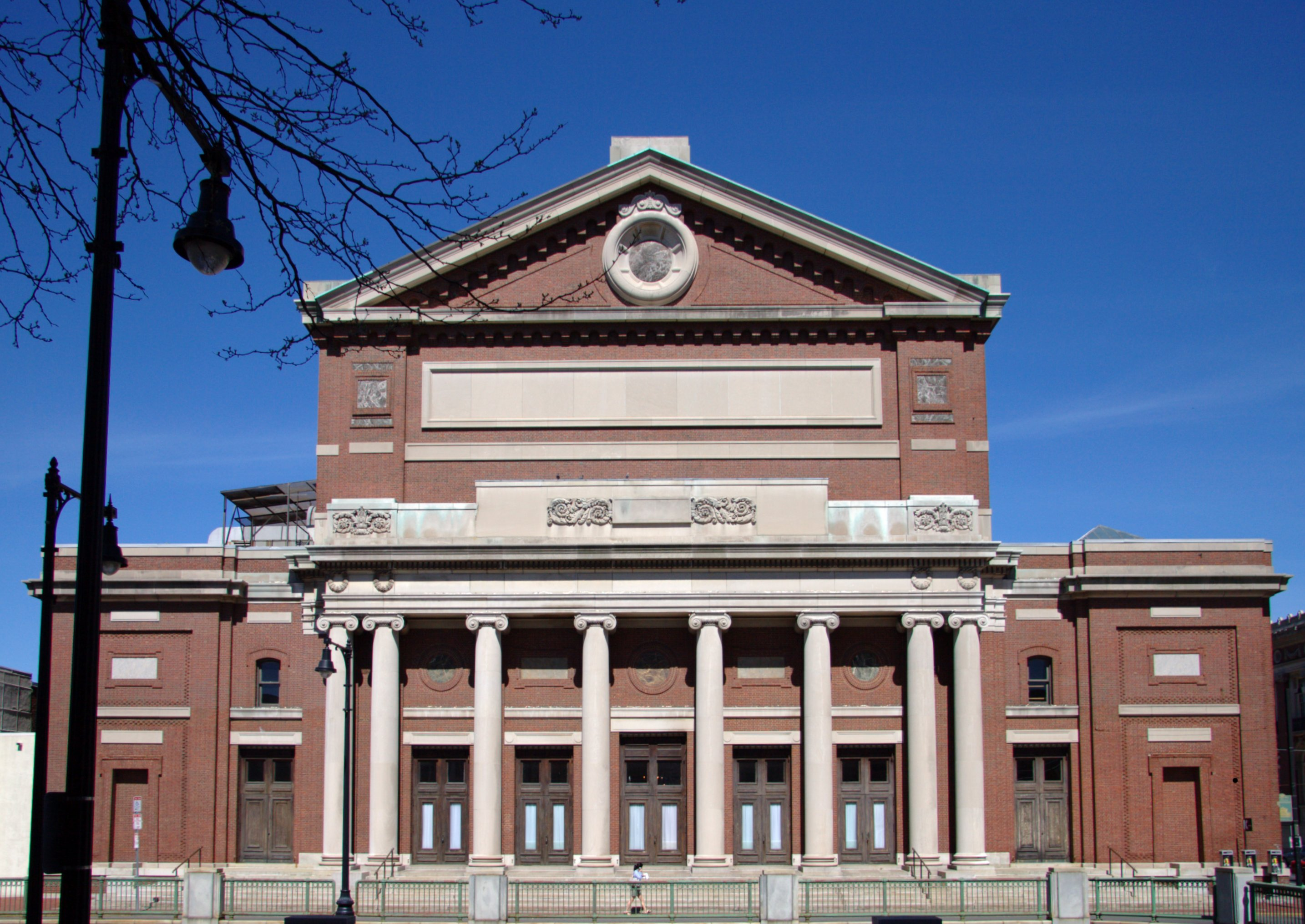 bos Boston_Symphony_Hall_from_the_south