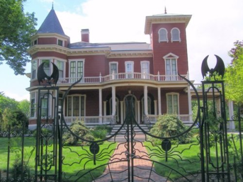bang stephen-king-s-house-bangor-maine-1