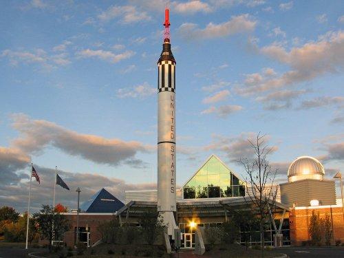 man con mcauliffe-shepard-discovery-center-redstonr-rocket