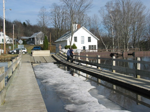 vermont Floating_Bridge__Brookfie-Brookfield_Floating_Bridg-20000000009408692-500x375