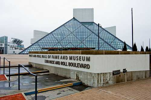cleve The_Rock_and_Roll_Hall_of_Fame_and_Museum_sign-Cleveland-Ohio-fa257d25449643d5b46051d02fb6d88b_c