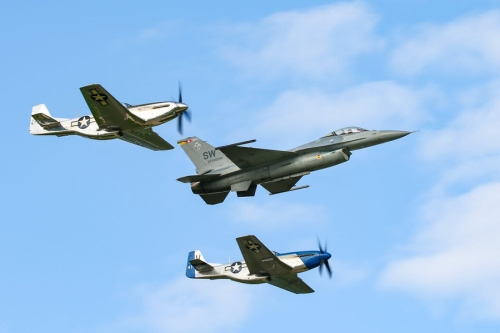 wisconsin oshkosh Heritage Flight 2018 900x600