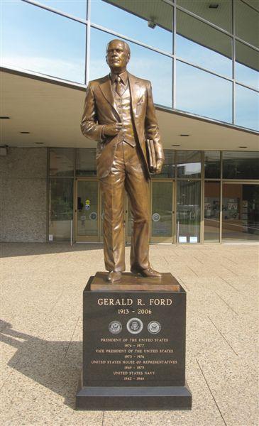 grand ford statue