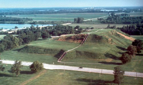 ill Cahokia-Mounds-State-Historic