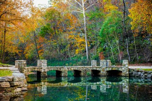 missouri dogwood-canyon-bridge