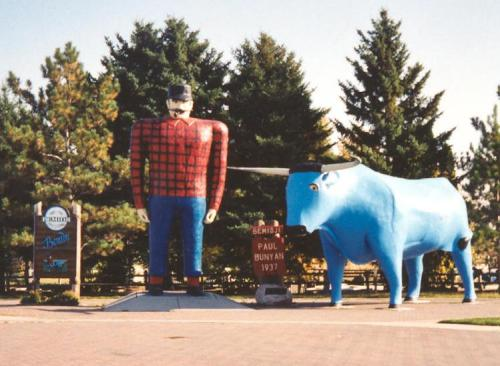 min bemidji Paul_Bunyan_and_Babe_statues_Bemidji_Minnesota_crop